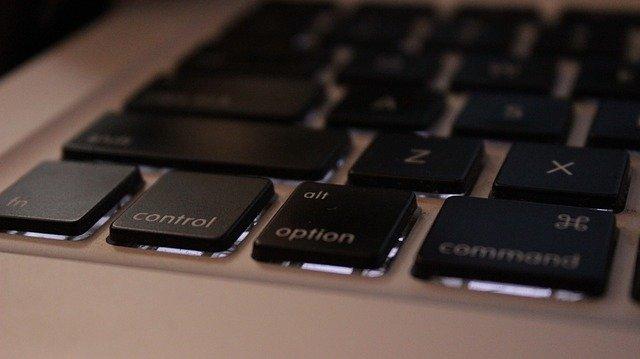 světlo pod klávesami.jpg